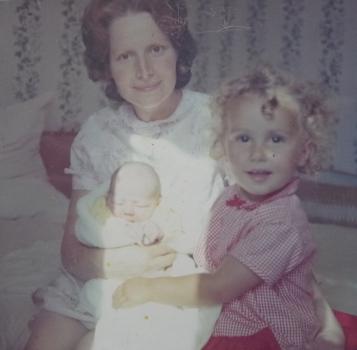 Mum, Andrea + Lucie